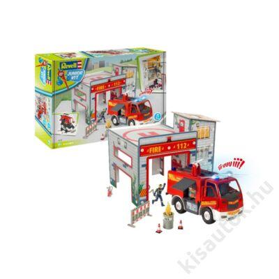 Revell 1:20 Play Set tűzoltóállomás tűzoltóautóval és tűzoltóval JUNIOR KIT tűzoltó makett